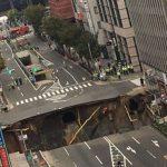 博多駅前2丁目陥没 道路に巨大な穴